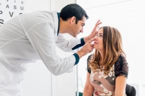 Jak se zbavit brýlí a kontaktních čoček? Pomůže laserová nebo nitrooční operace očí